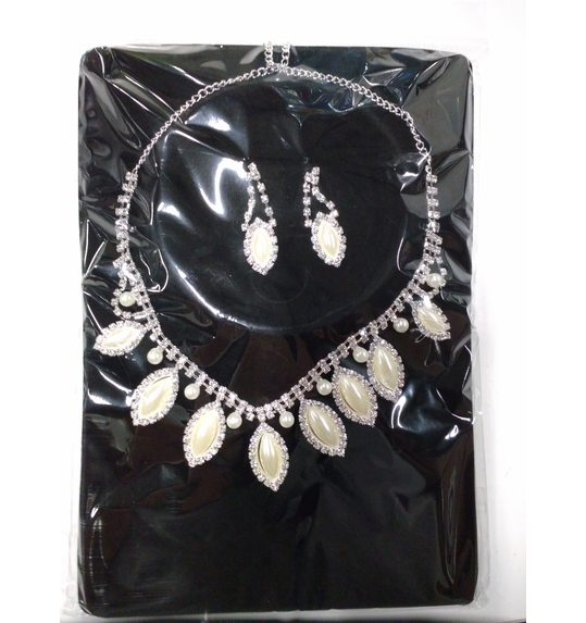 Glamour party set pearls (earrings and necklace rhinestones)