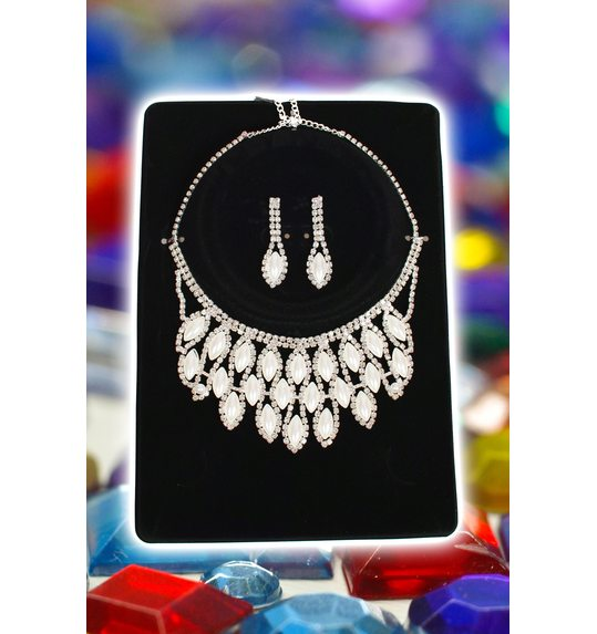 Set necklace and drop earrings